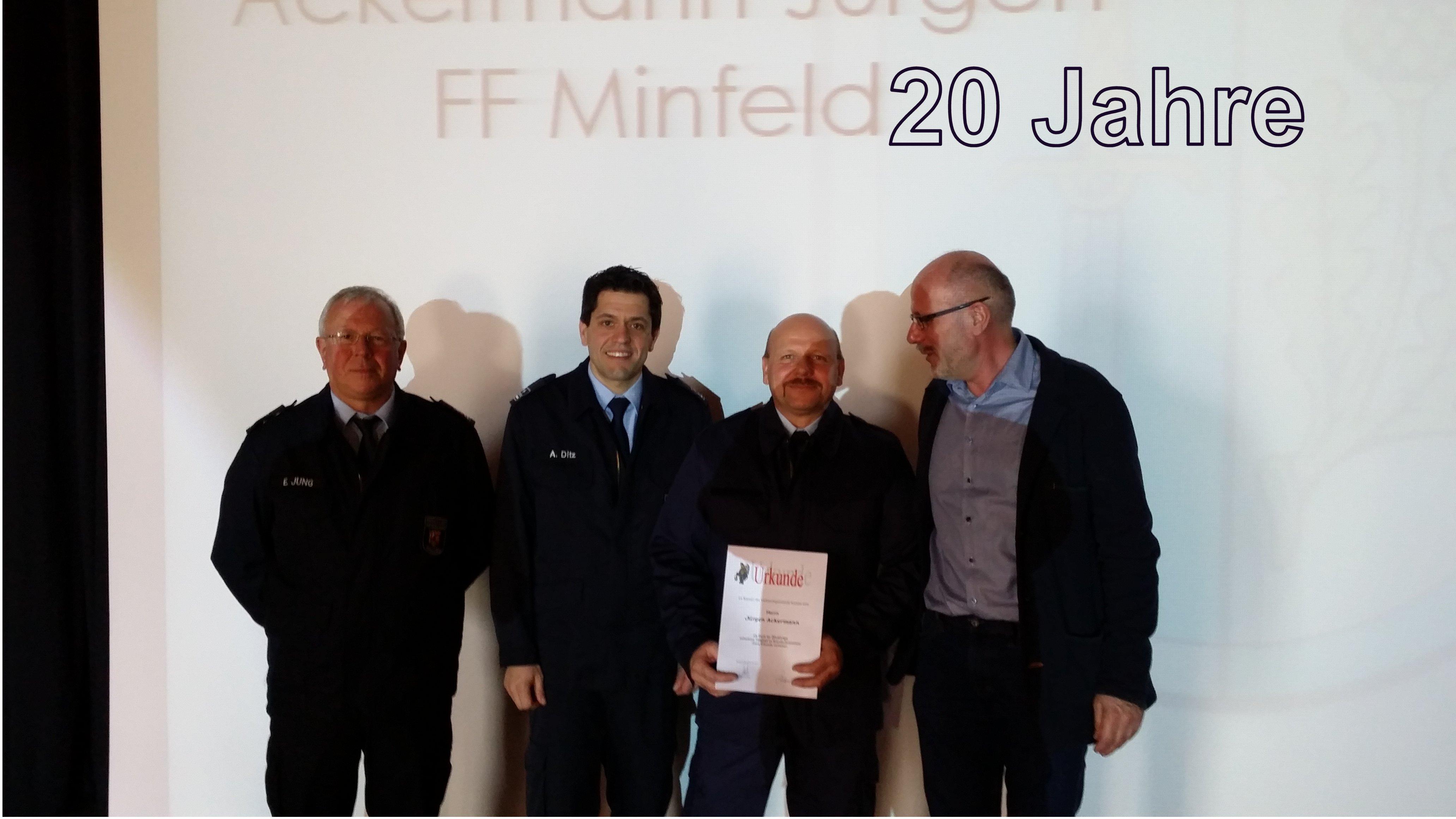 Ehrung für 20 Jahre - Herr Ackermann Zweiter von rechts.
