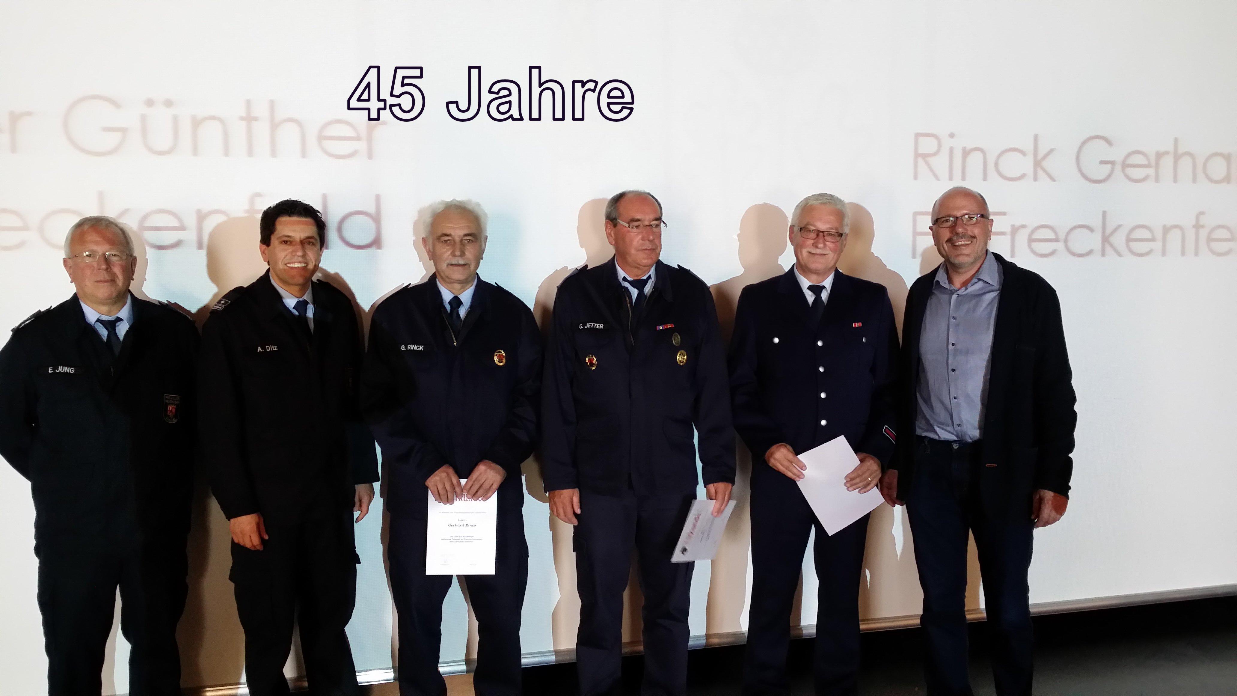 Ehrung für 45 Jahre - Herr Scherrer Zweiter von rechts.