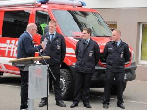Ehrung für 10 Jahre Dienst in der Feuerwehr Von Rechts Nico Mandery und Christopher Sitter aus Minfeld